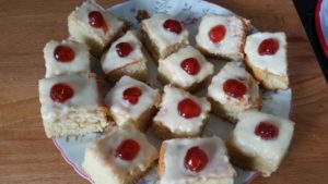 homemade cherry traybake mary berry - deanysdesigns.co.uk