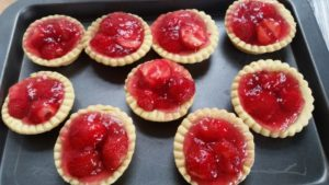 homemade strawberry shortbread - deanysdesigns.co.uk
