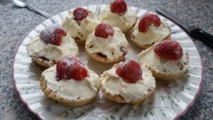 homemade strawberry shortbread - deanysdesigns.co.uk