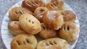 Homemade Eccles cakes-deanysdesigns.co.uk