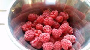 Homemade raspberry & lemon sparkling drink - deanysdesigns.co.uk