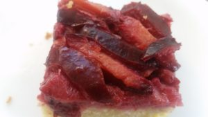 homemade plum upside down cake - deanysdesigns.co.uk