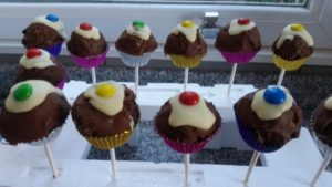 homemade chocolate cake pops - deanysdesigns.co.uk